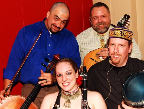 il Troubadore (from upper left to lower right): Jon Silpayamanant - cello, vocals Robert Bruce Scott - vocals, mandolin Wendi Wamler (aka Amirah) - clarinet, bellydance, riq Paul Radecki - Egyptian tabla, djembe, vocals