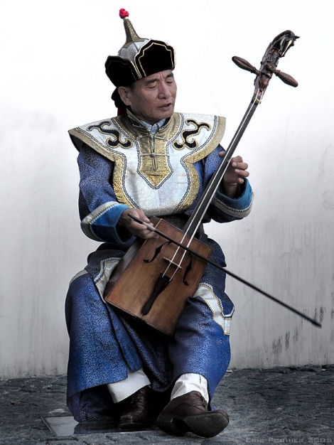 Sambuugiin Pürevjav of Altai Khairkhan playing a morin khuur near Centre Georges Pompidou in 2005.