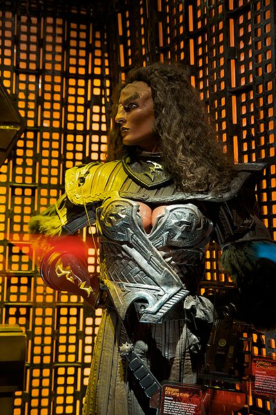399px-Klingon_female_model