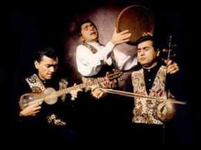 Alim Qasimov and a classical Mugham ensemble.  Instruments (from l. to r.): tar, gaval, and kemenche.
