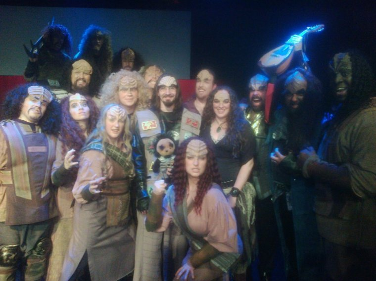 il Troubadore with the cast of the Klingon Christmas Carol