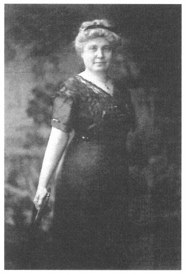 Ella May Smith from inside front cover of brochure printed by the Women's Music Club of Columbus, Ohio (ca 1913)