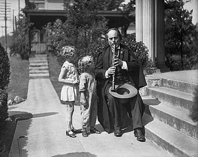 Greek clarinetist Nicholas Oeconamacos, who had performed under John Philip Sousa and the Seattle Symphony conductor Homer Hadley, returned to Seattle during the Great Depression to play for change on the street.